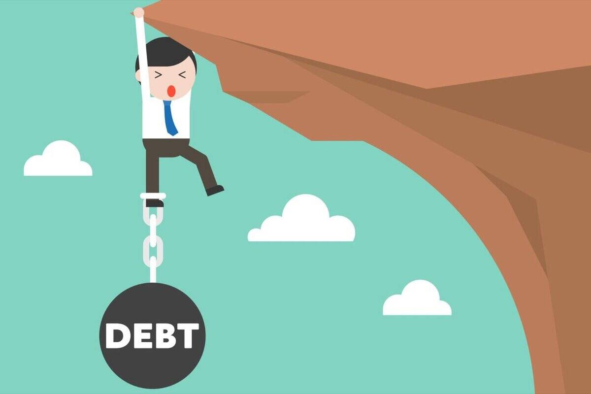 credit card, credit card debt trap, financial errors, credit card charges, getting out of the credit card debt trap, credit card interest rate, minimum amount owed, withdrawals cash at ATMs